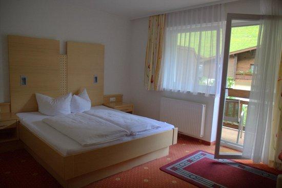 Hotel Lampenhäusl: Spotlessly clean room