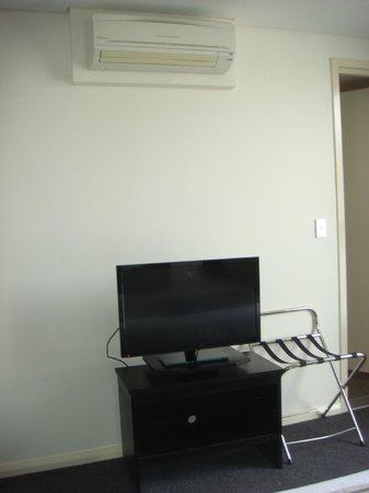 Meriton Serviced Apartments George Street, Parramatta: Apt 634 (Block D) - TV in bedroom