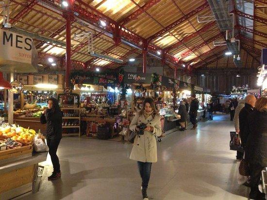 Marche Couvert: A área interna do mercado é muito agradável