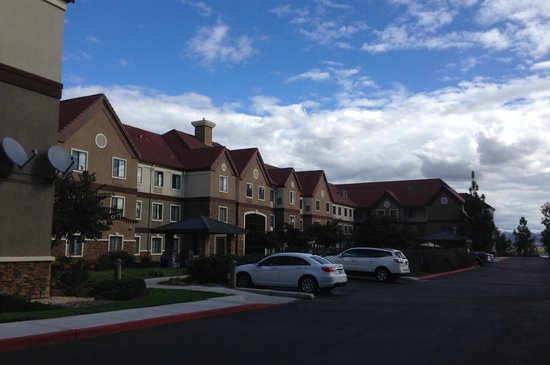 Staybridge Suites San Diego Rancho Bernardo Area: The view from our back entrance.