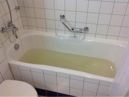 Radisson Royal Hotel, St.Petersburg: нас уверяли, что это прекрасная вода. Наверное, из Фонтанки...:)