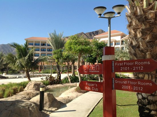 Fujairah Rotana Resort & Spa - Al Aqah Beach: Территория