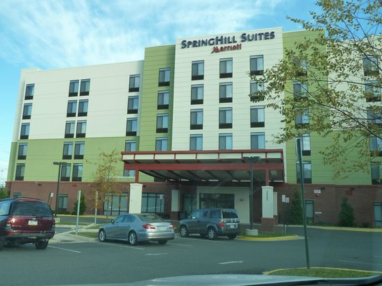 SpringHill Suites Potomac Mills Woodbridge: Front of Hotel