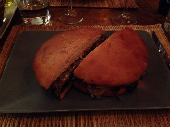 Bunker's: Now THAT'S a burger