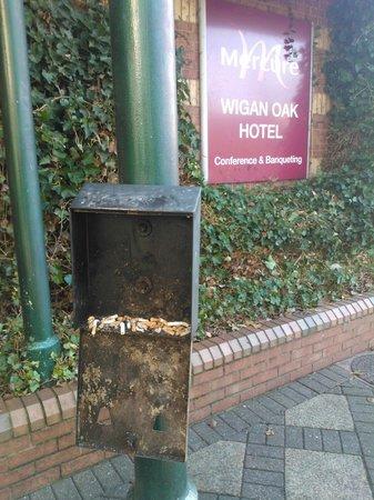 Mercure Wigan Oak Hotel: Am Haupteingang des oak hotels.