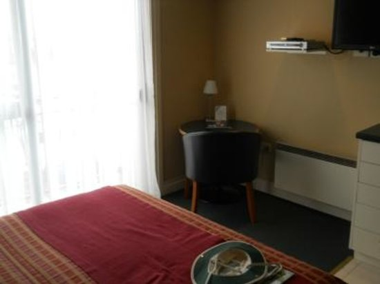 Motel on York: Table and window