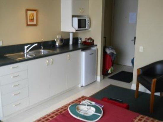 Motel on York: Kitchen