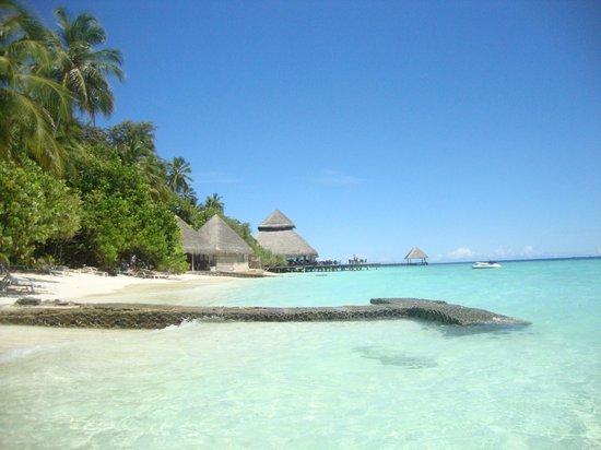 Adaaran Club Rannalhi: spiaggia e bar