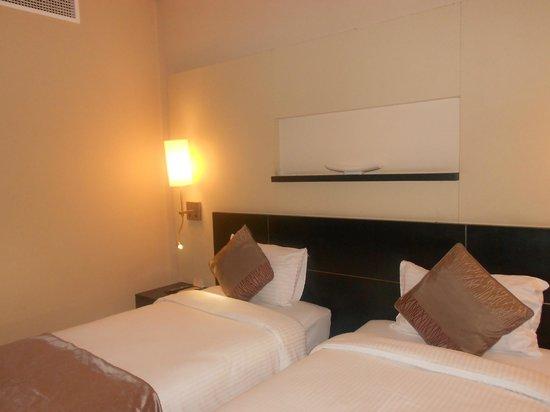 Grandeur Hotel: Room