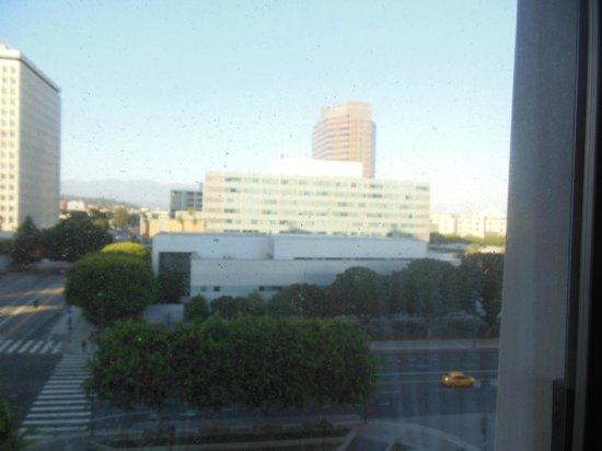 DoubleTree by Hilton Hotel Los Angeles Downtown: Another room view.