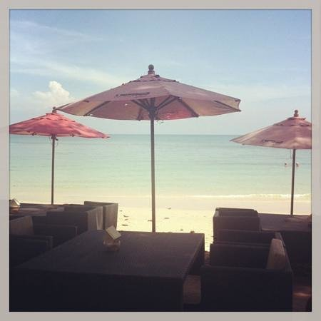 Ao Cho Grandview Hideaway Resort : вид из ресторана на пляж