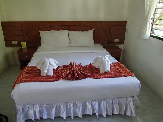 Samui Honey Cottages Beach Resort: Standard room bed