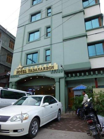 Hotel Yadanarbon: Vue de la rue