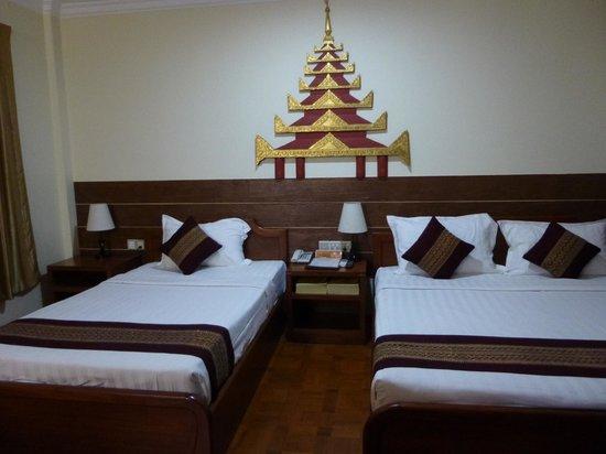 Hotel Yadanarbon: Chambre