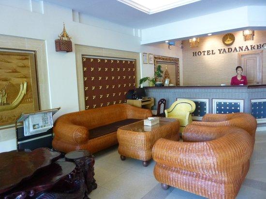 Hotel Yadanarbon: Réception