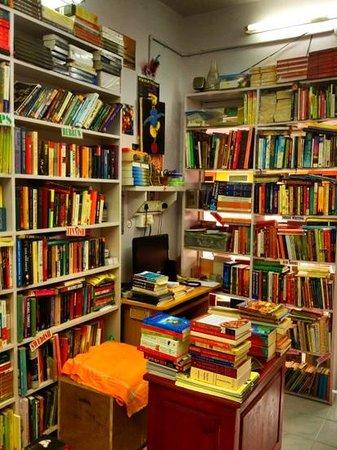 Apollo Books: many books
