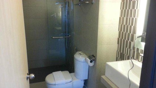 Bella Vista Waterfront Resort & Spa Langkawi: Bathroom