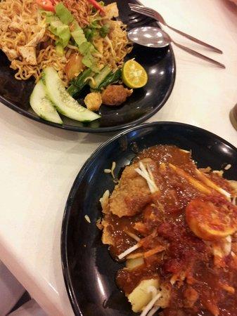 1st Avenue Mall: Maggi Mee hoon and Pasembur salad