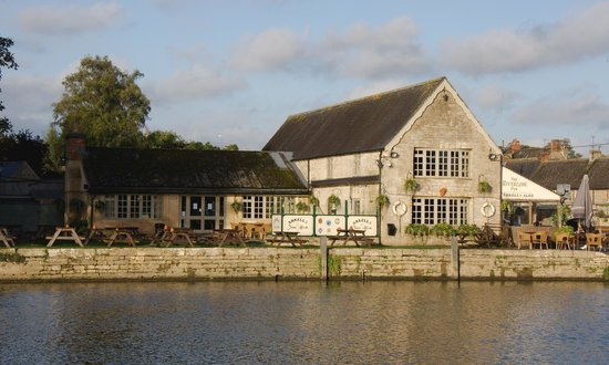 Riverside Inn On The Thames Lechlade Picture Of The