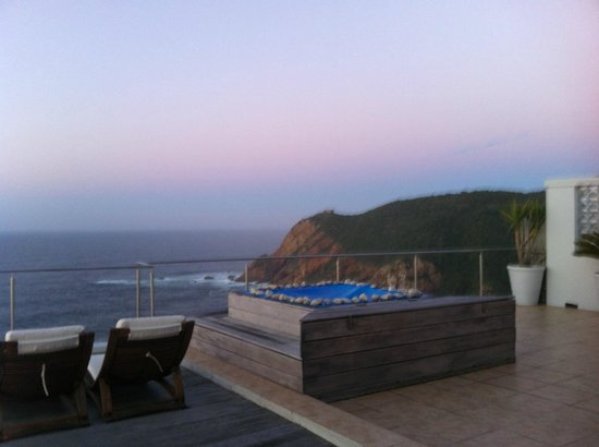 The Alexander Boutique Suites: Cliffs In The Morning