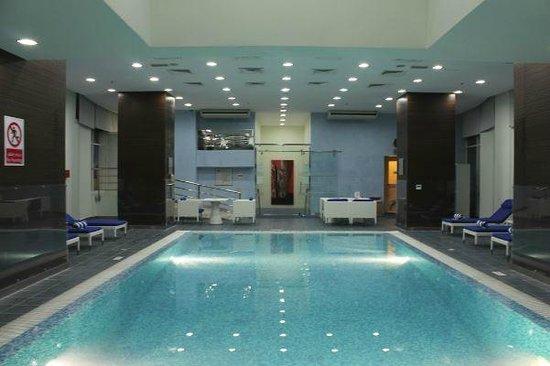 Ramada Encore Doha : Pool