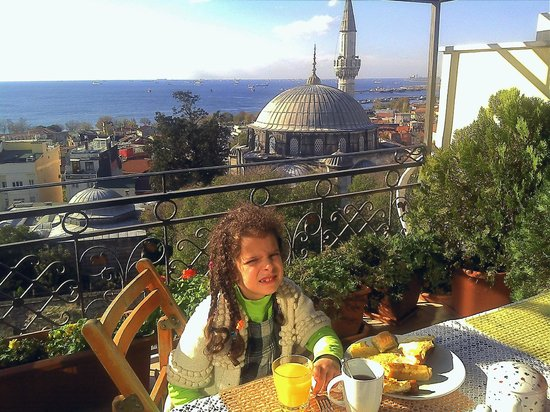 Ada Hotel Istanbul: Ada Hotel Terrace View and Breakfast