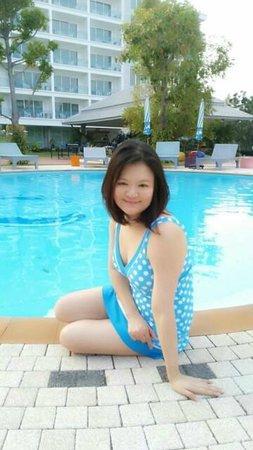 Cera Resort Chaam: เงือกสาวเจ้าสระ...สระสวยและสะอาดดีค่ะ