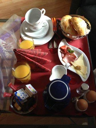 Chalet-Hotel Adler: Petit déj'en chambre