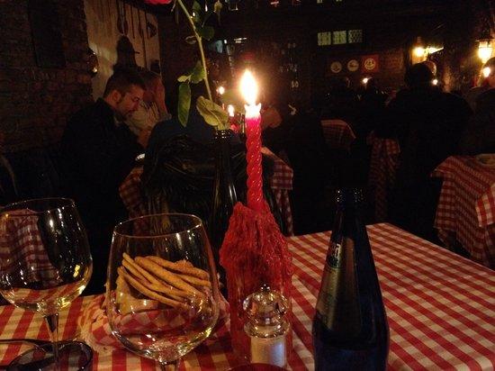 Taverna delle Rose: Vista della saletta a lume di candela
