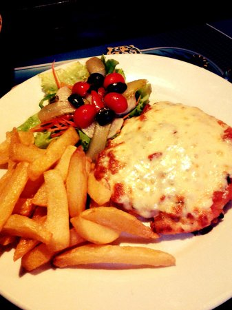 Aussie Sports Bar and Guesthouse : chicken parmesan !