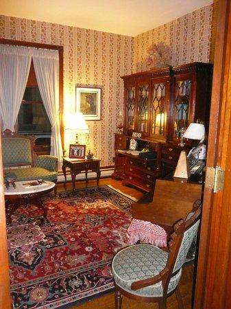 Victorian Loft: living