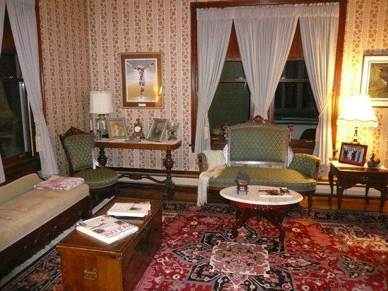 Victorian Loft : living room
