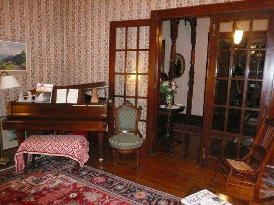 Victorian Loft: dining