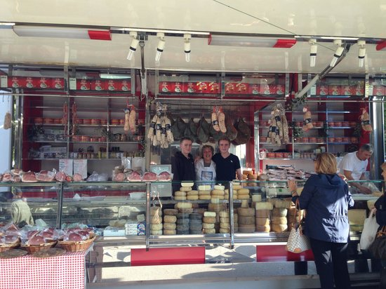 The Casa Ambra family cheese truck at local market