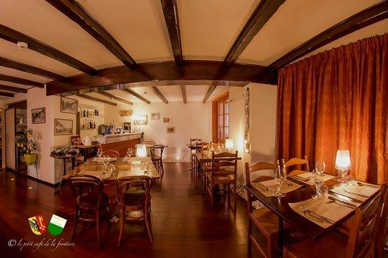 Le petit Cafe de la Frontiere