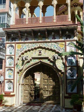 Umaid Bhawan Heritage House Hotel: entrance