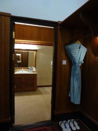 Thande Beach Hotel: Salle de bain