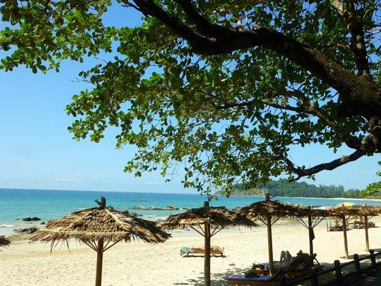 Thande Beach Hotel: Vue plage du restaurant
