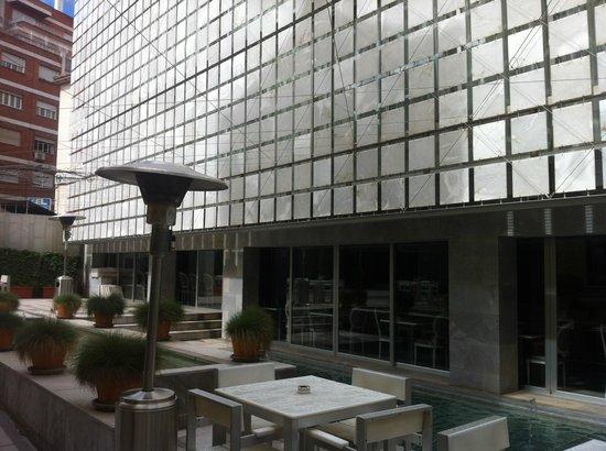 Hospes Palacio de los Patos: Exterior edificio moderno