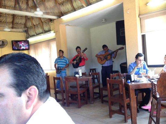 El Bayo: Músicos locais