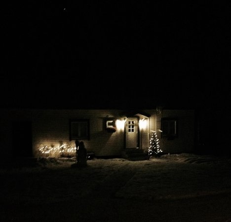B&B Kotitie: Lovely fairy lights and snowman to welcome us home!