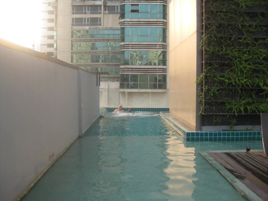 Citrus Sukhumvit 13 by Compass Hospitality : Clean pool