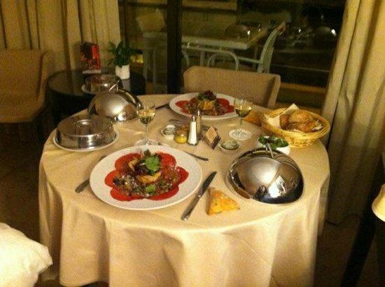 Hôtel Barrière Le Gray d'Albion : room service classe