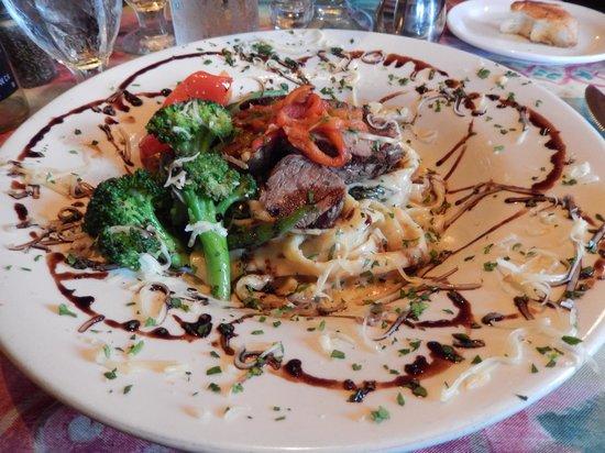 Charles Street Dinner House: Pasta, verdura y carne.
