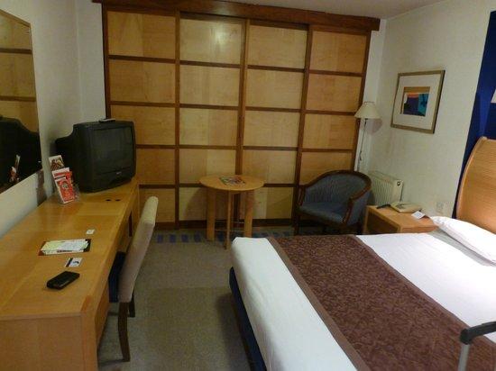 Britannia Airport Hotel : the room