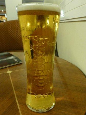 Britannia Airport Hotel : my pint for £1.80