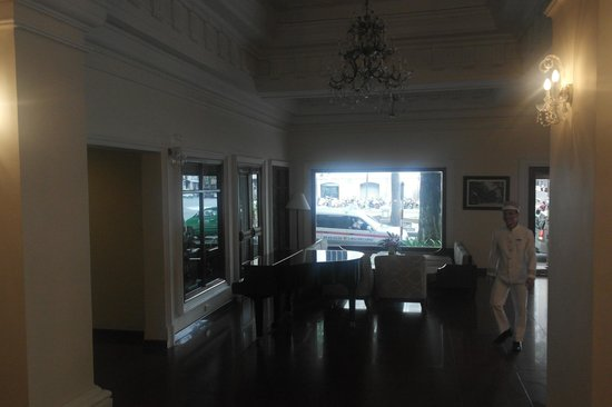 Hotel Continental Saigon: Lobby