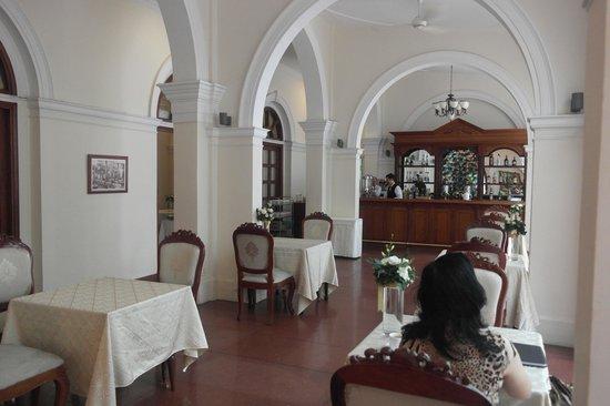 Hotel Continental Saigon : Outdoor Dining