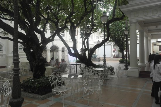 Hotel Continental Saigon : Outdoor Dining