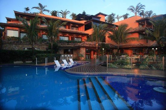 Hotel Ferradura Private: Piscina e varandas dos apartamentos.